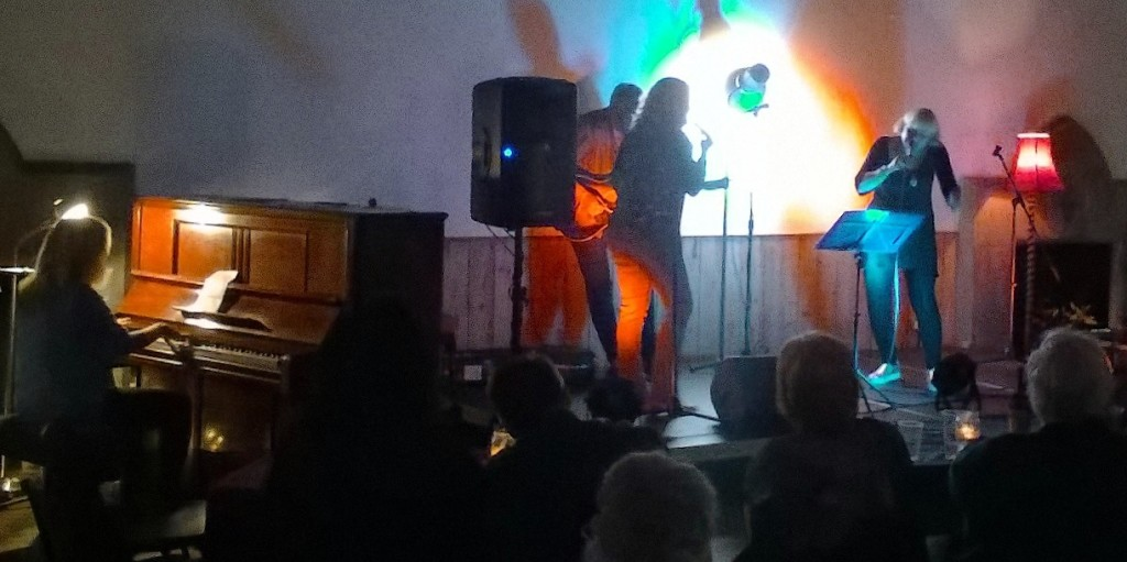 barb-jungr-on-stage-v3